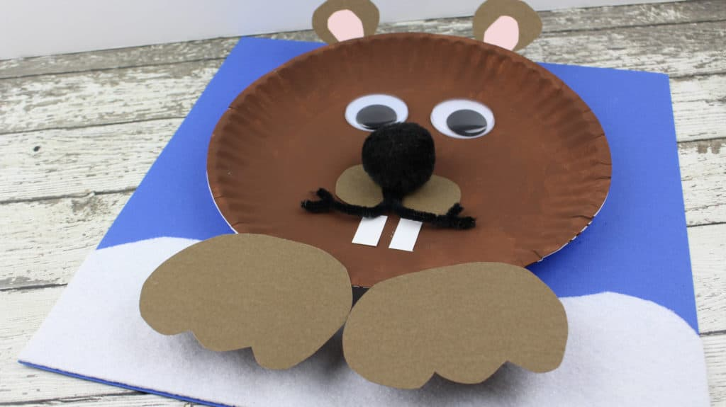 It will be great to do some crafty things to celebrate the Groundhog day. Today, I would like to share groundhog day paper plate craft
