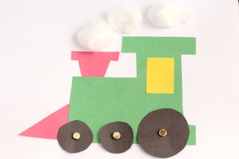 Choo, choo! This cute and fun Polar Express Train Craft has moving wheels and super easy to make in a preschool or kindergarten classroom.