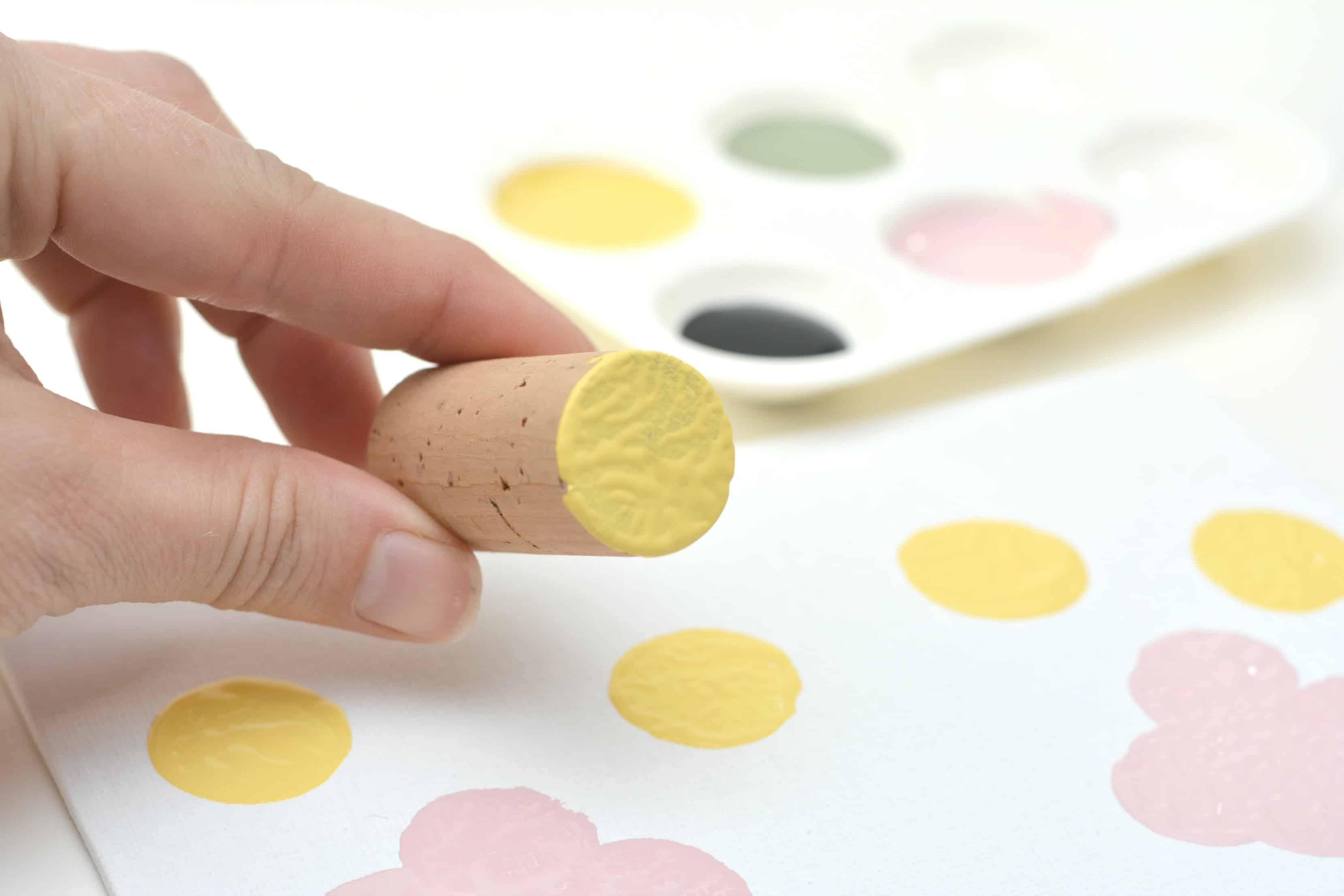 Today I would like to share the Bumble Bee and Spring Flower Wine cork Painting with you and your little ones. I found this craft is so adorable that will improve the mood and atmosphere.