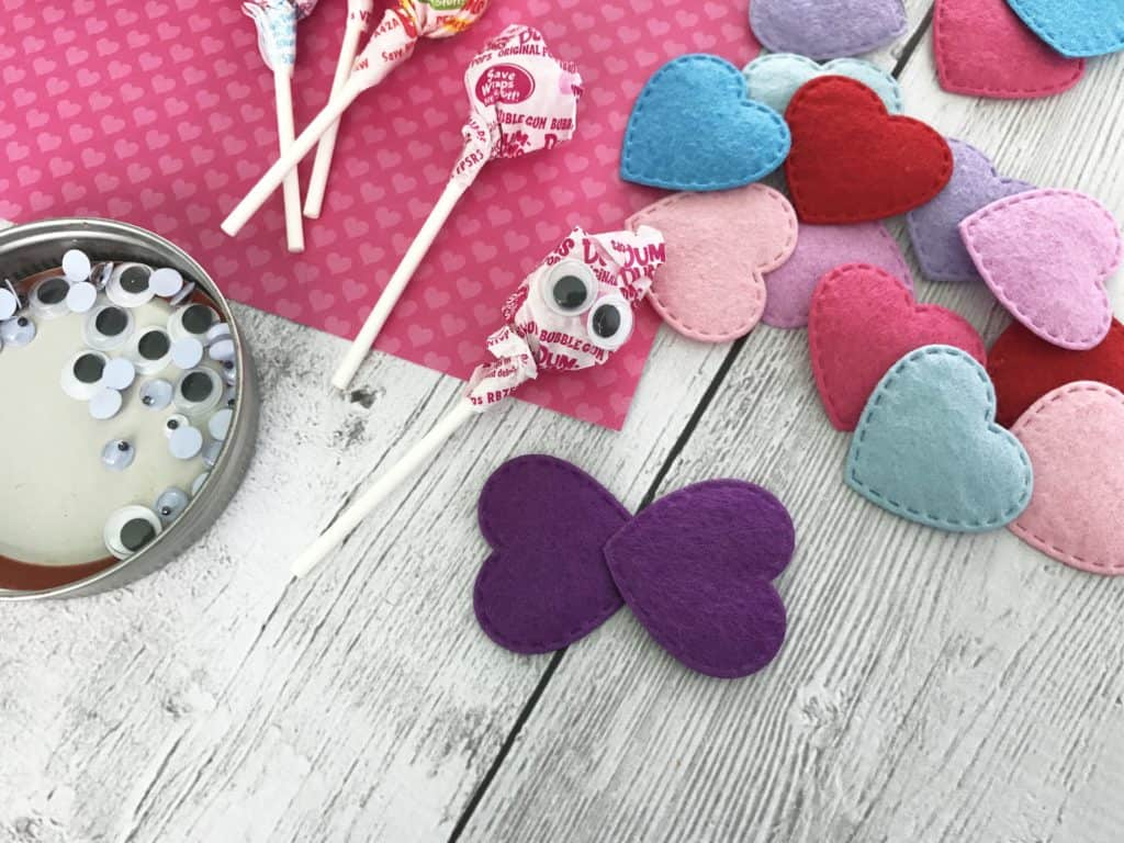 It is time to get more crafty again as we get close to the Valentine's Day. Some cute valentine sucker butterflies will certainly make your day.