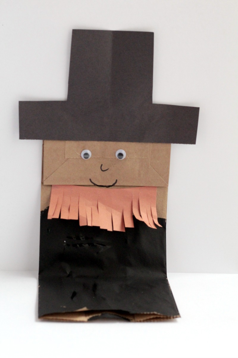 These paper bag president puppets, George Washington and Abraham Lincoln, are fun for kids to make to keep kids busy while learning.